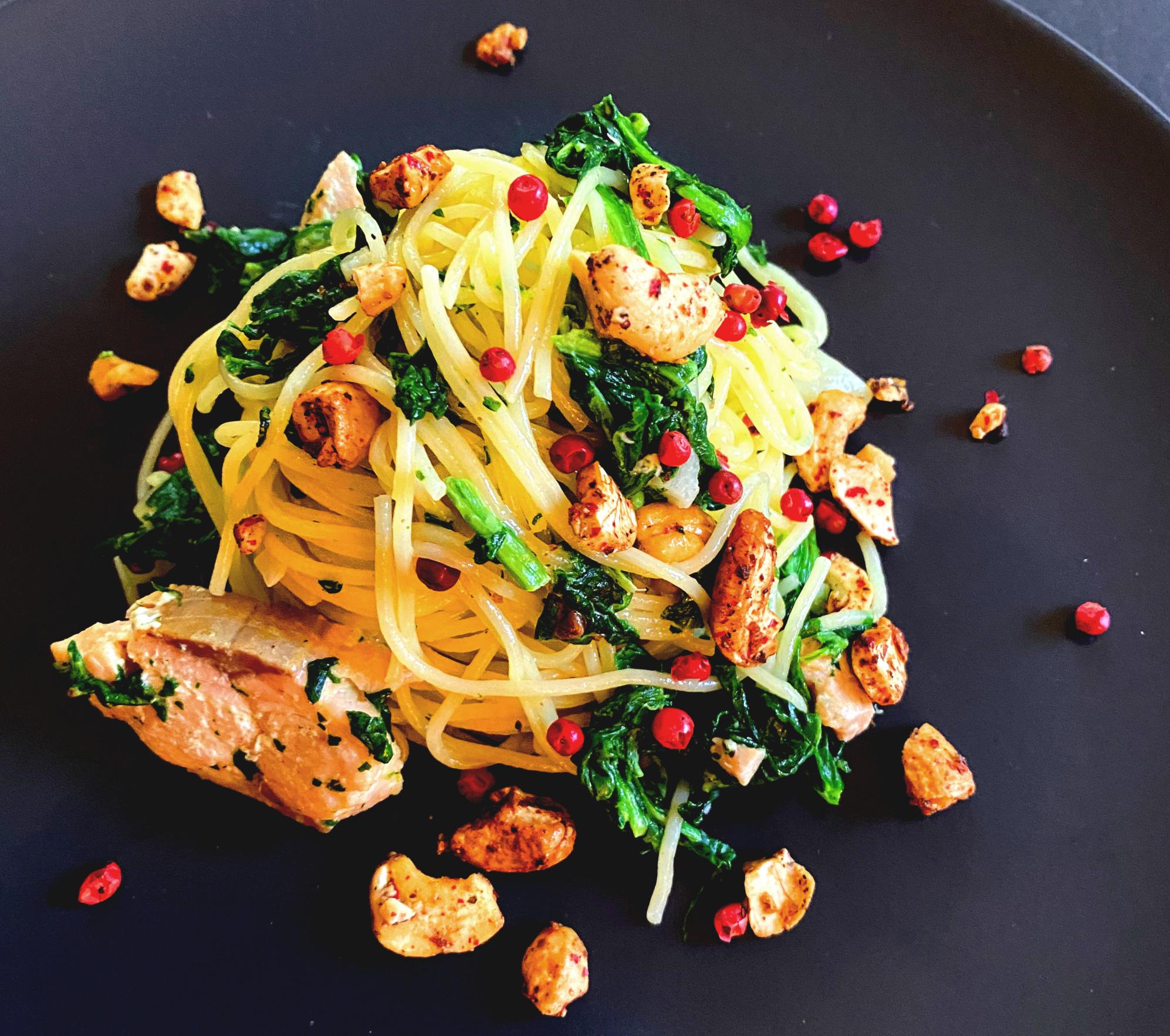 Spaghetti Rosa Pfefferbeere mit Spinat und Lachs