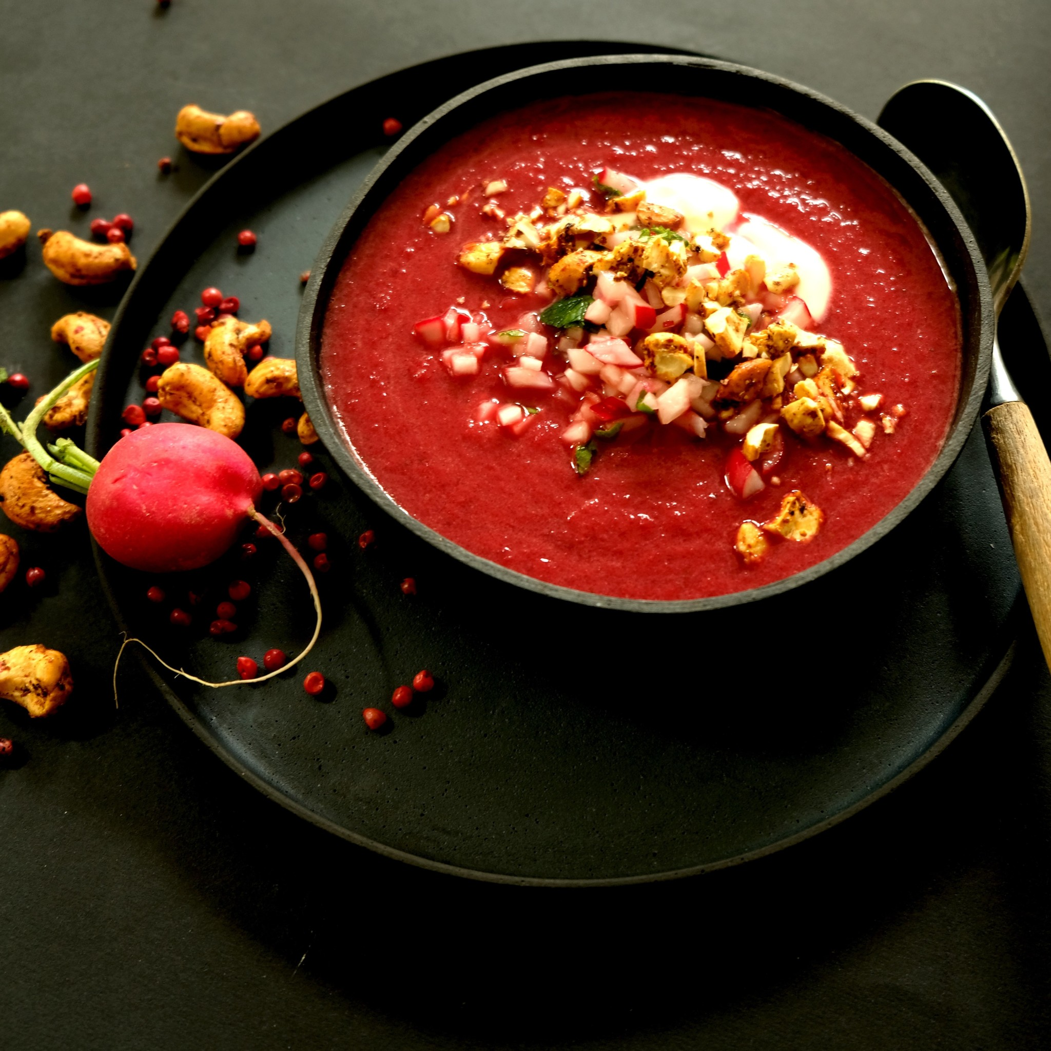 Rote Beete-Suppe mit Cashews Rosa Pfeffer