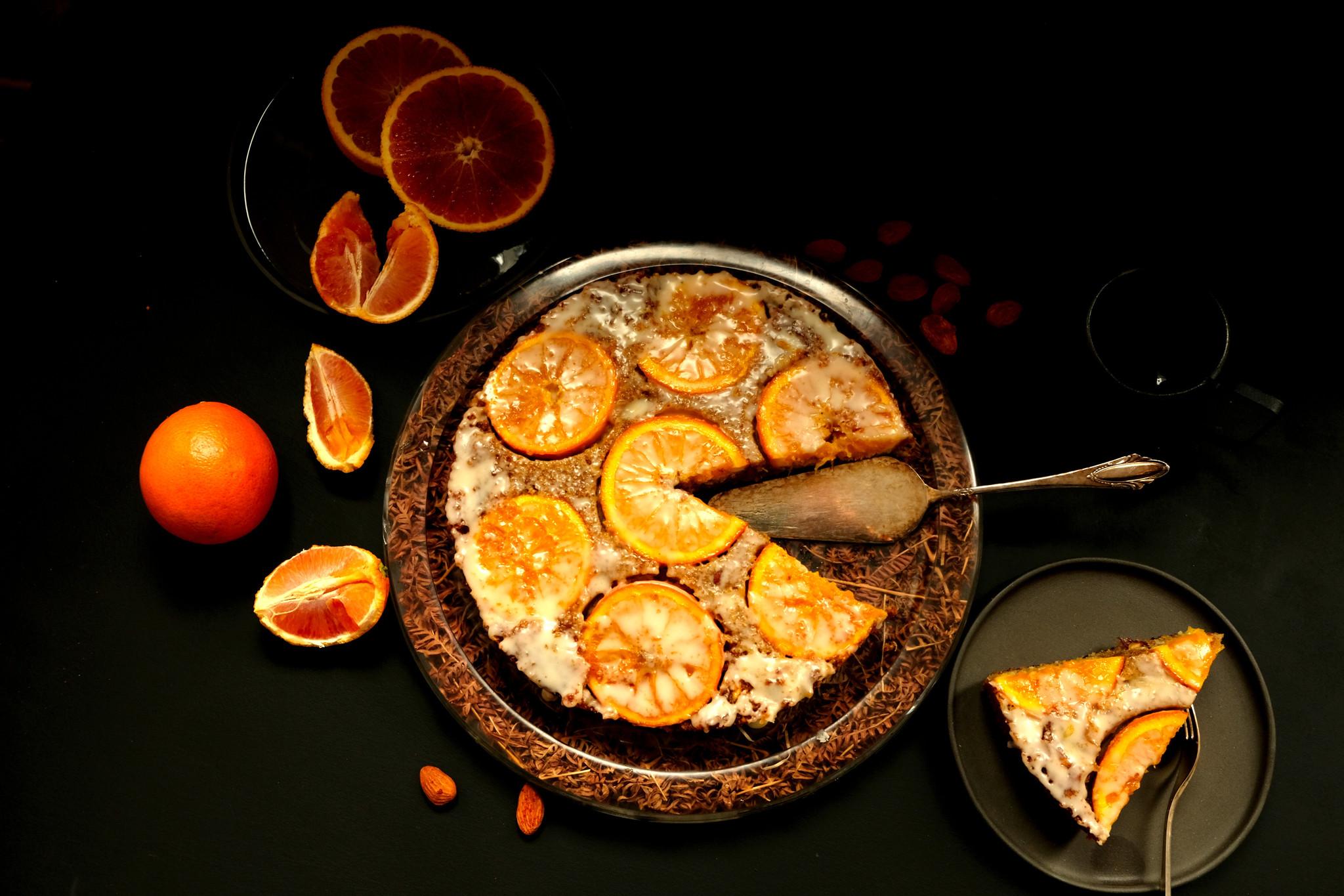 Orangen-Mandel-Kuchen über Kopf