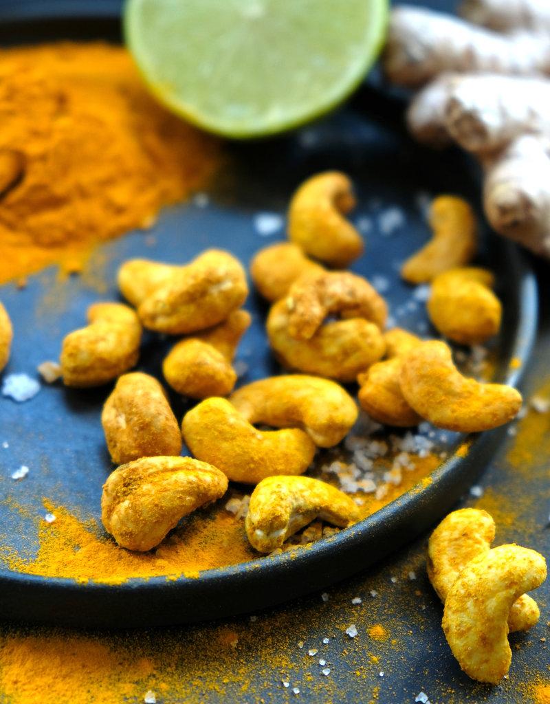 NuZz Bio-Cashew-Kerne mit Ingwer, Kurkuma und Limette gewürzt und geröstet