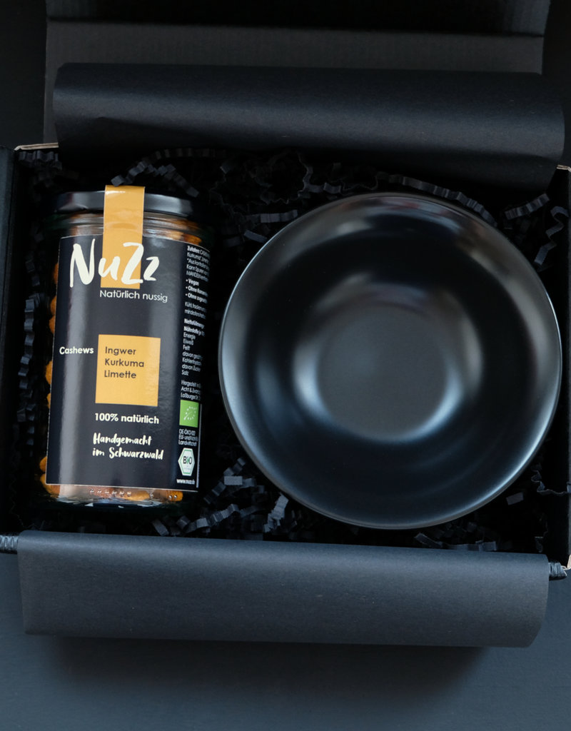 NuZz Gift box with organic cashews and a black bowl