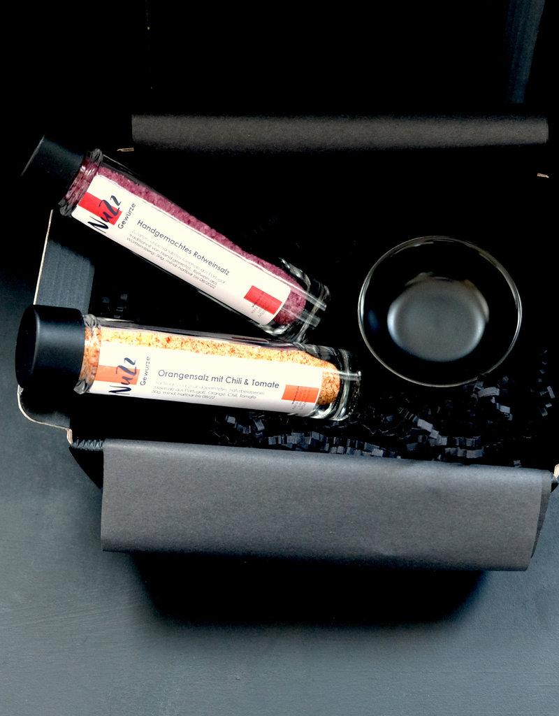 NuZz Geschenkbox mit handgemachten Gewürzsalzen und Porzellan-Schälchen