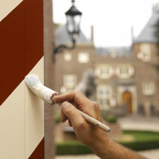 Hoe schildert u houtwerk buiten