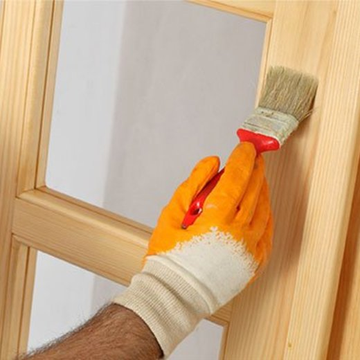 Hoe behandel ik een deur met transparante lak