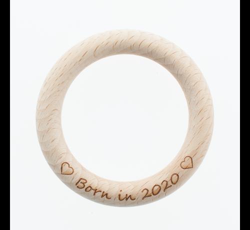 Marlaine Bijtring hout met eigen tekst 70 mm