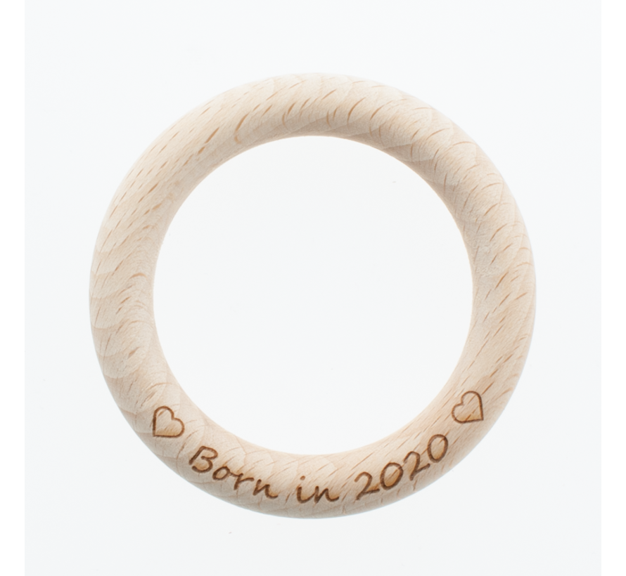 Bijtring hout met eigen tekst 70 mm