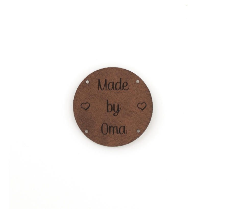 Leren label 'Made by Oma' rond 35mm - 2 stuks Bay Brown
