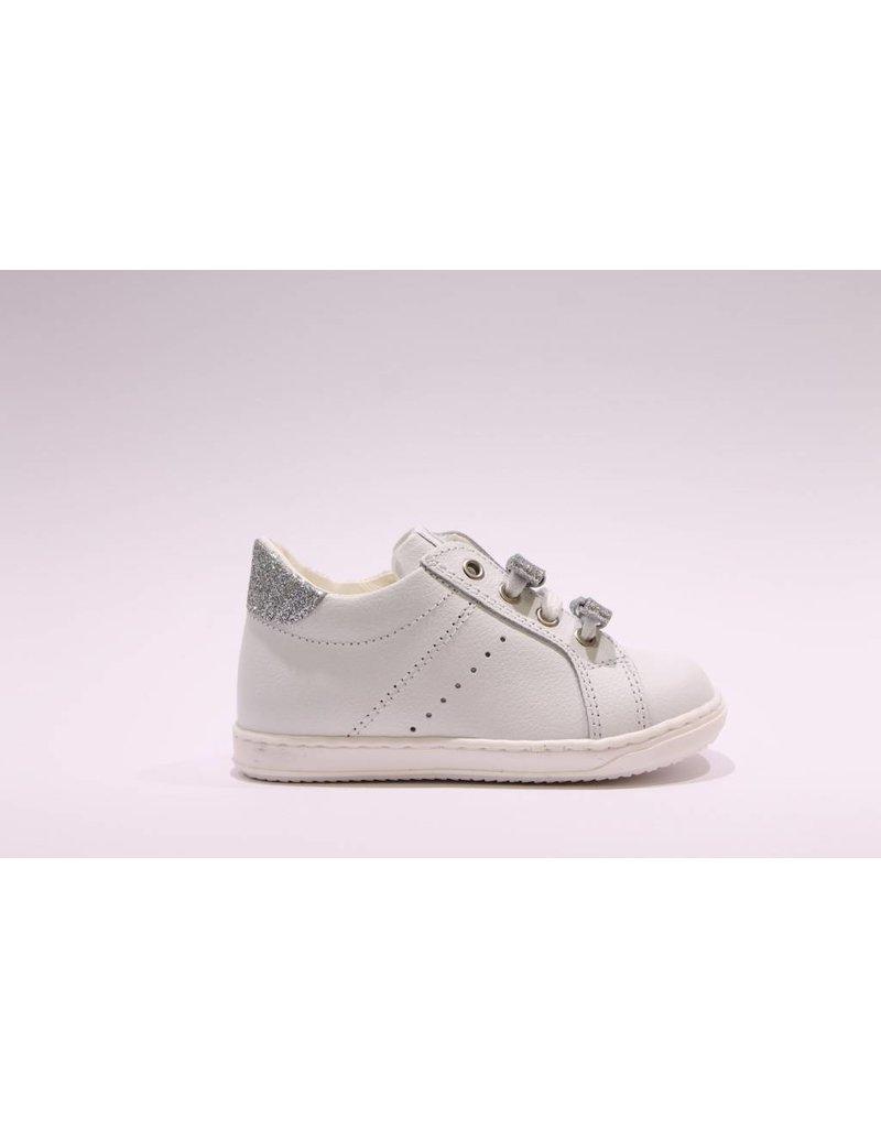 Walkey sneaker wit/zilveren strikjes