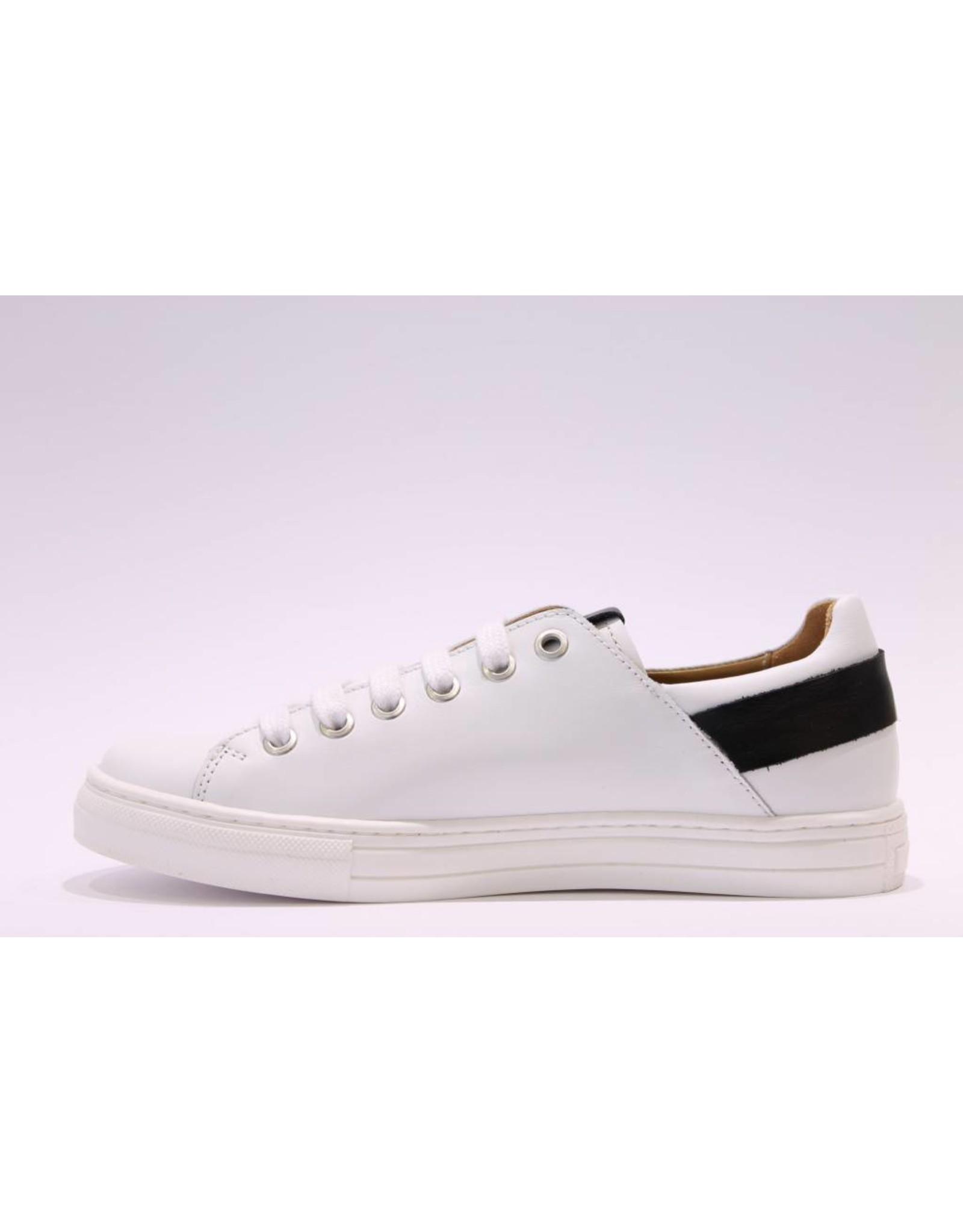 MAÁ Sneaker laag wit/zwart