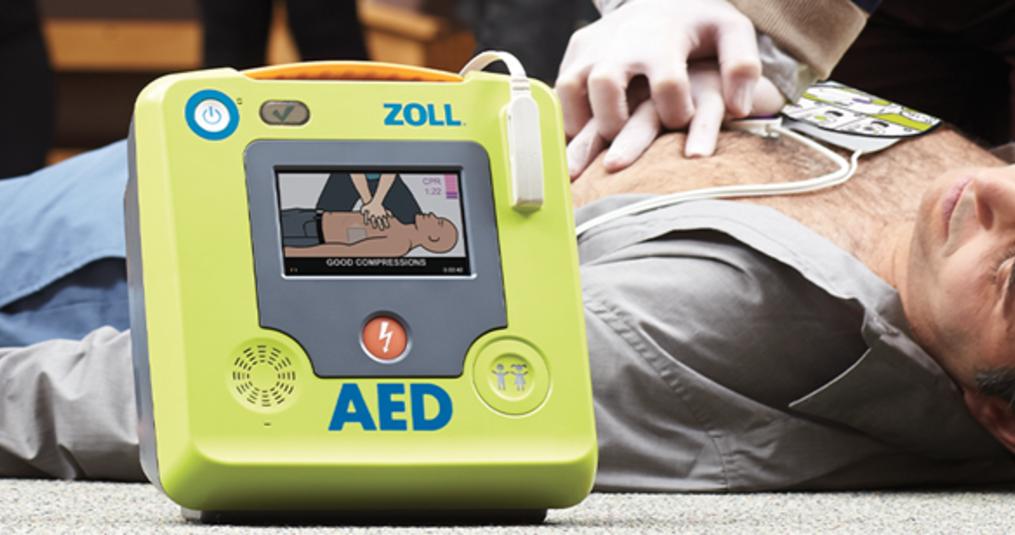 Wat is een AED en hoe werkt een AED apparaat