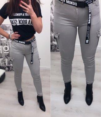 Stretch Jeans met zakken en riem