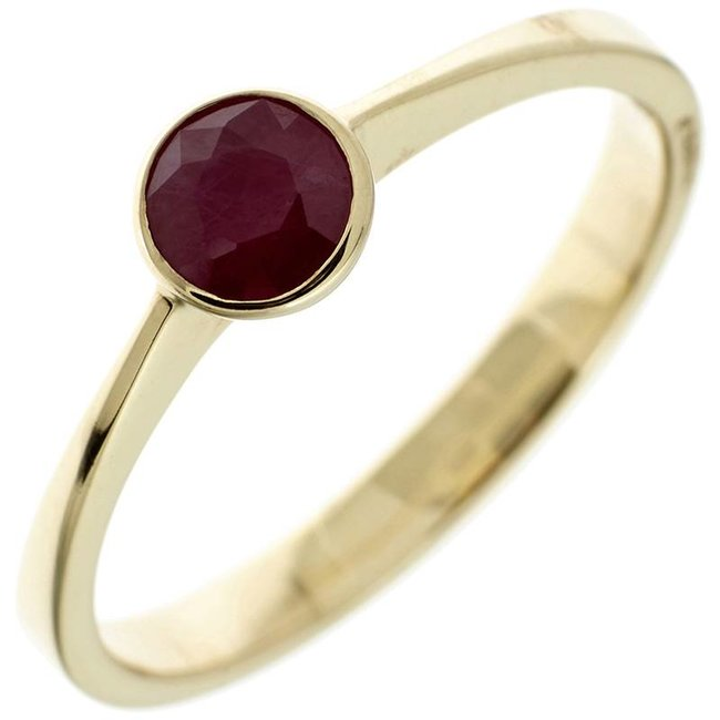 Gold ring (333) with dark red ruby