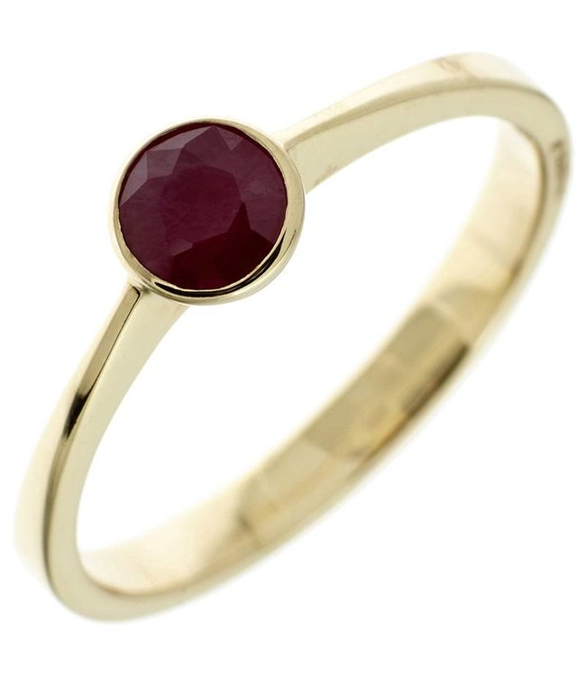 Aurora Patina Gold ring (333) with dark red ruby