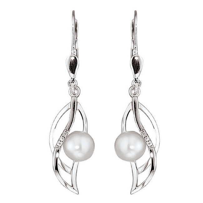 White golden earrings 14 carat with pearls and brilliant cut diamonds