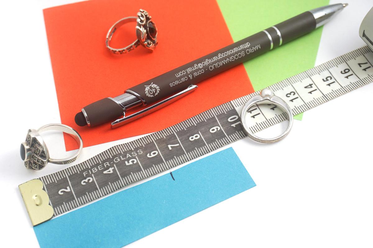 Strook papier gebruiken om ringmaat te meten
