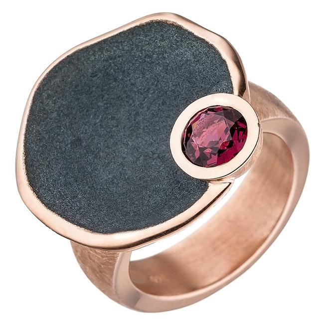 Roodgoud vergulde zilveren ring met rode rhodoliet edelsteen
