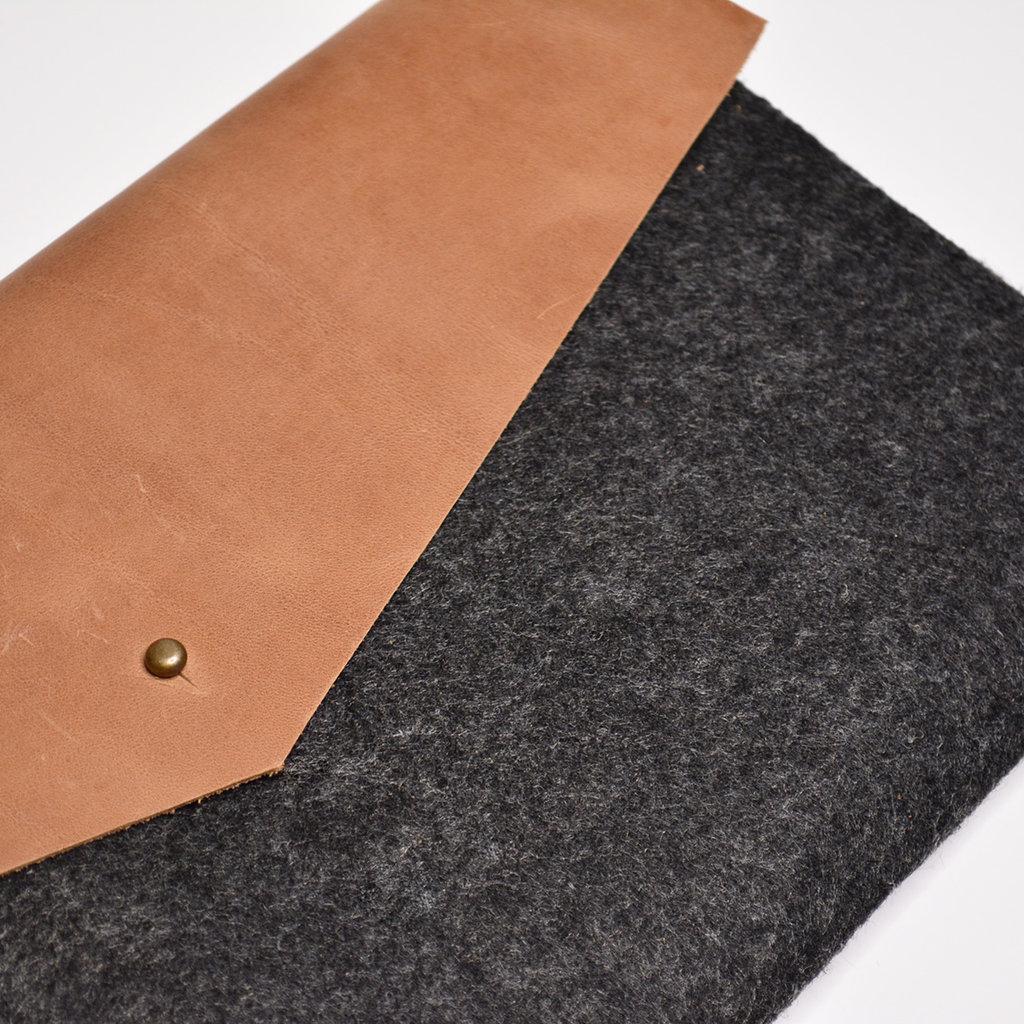 Kiwano Brown Leather Felt Ipad Sleeve | Clutch