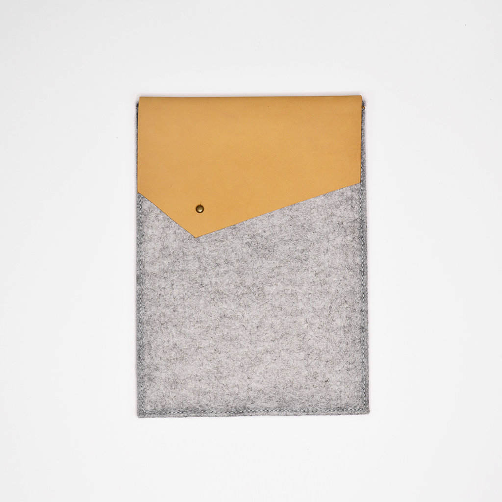 Kiwano Leather Felt iPad Sleeve | Nubuck Beige