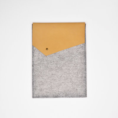Kiwano Leather Felt iPad Sleeve | Nubuck Beige