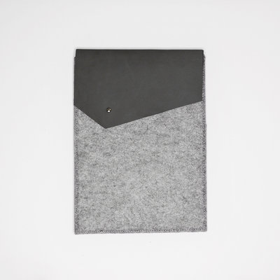 Kiwano Leather Felt iPad Sleeve | Nubuck Gray