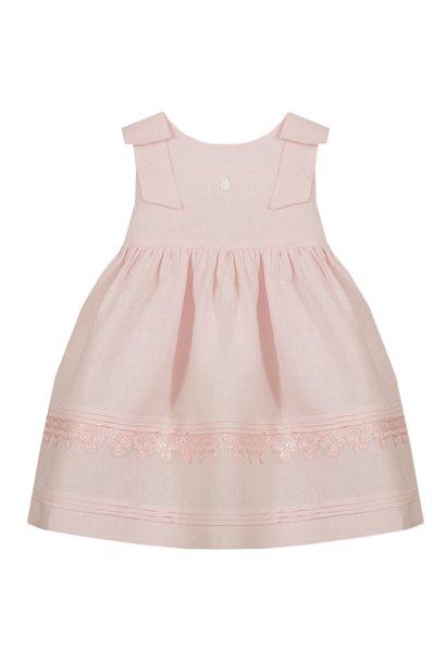 Prachtig roze jurkje met twee strikken op de schouders