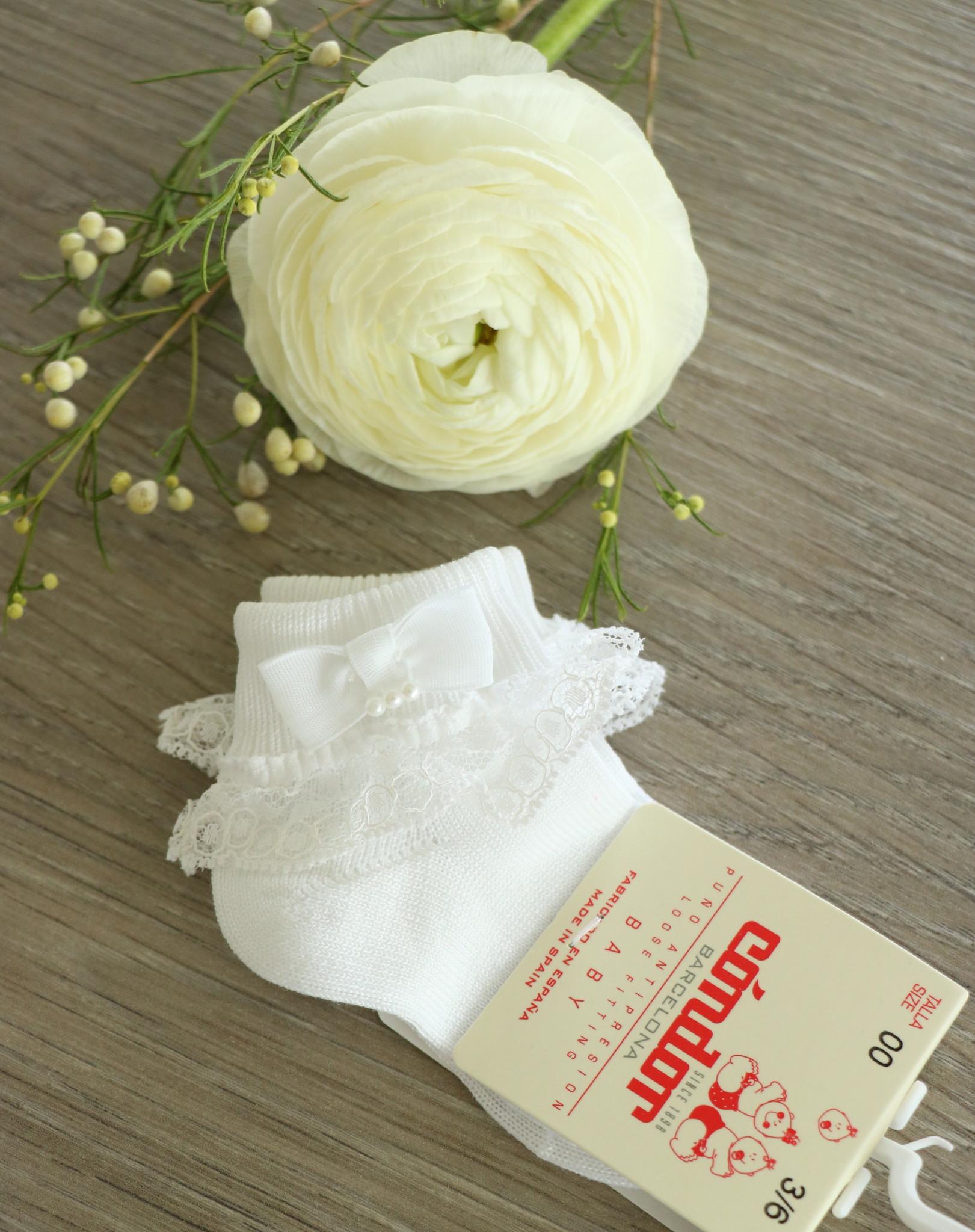 CONDOR | Witte enkelsokjes met kant en een pareltje-1