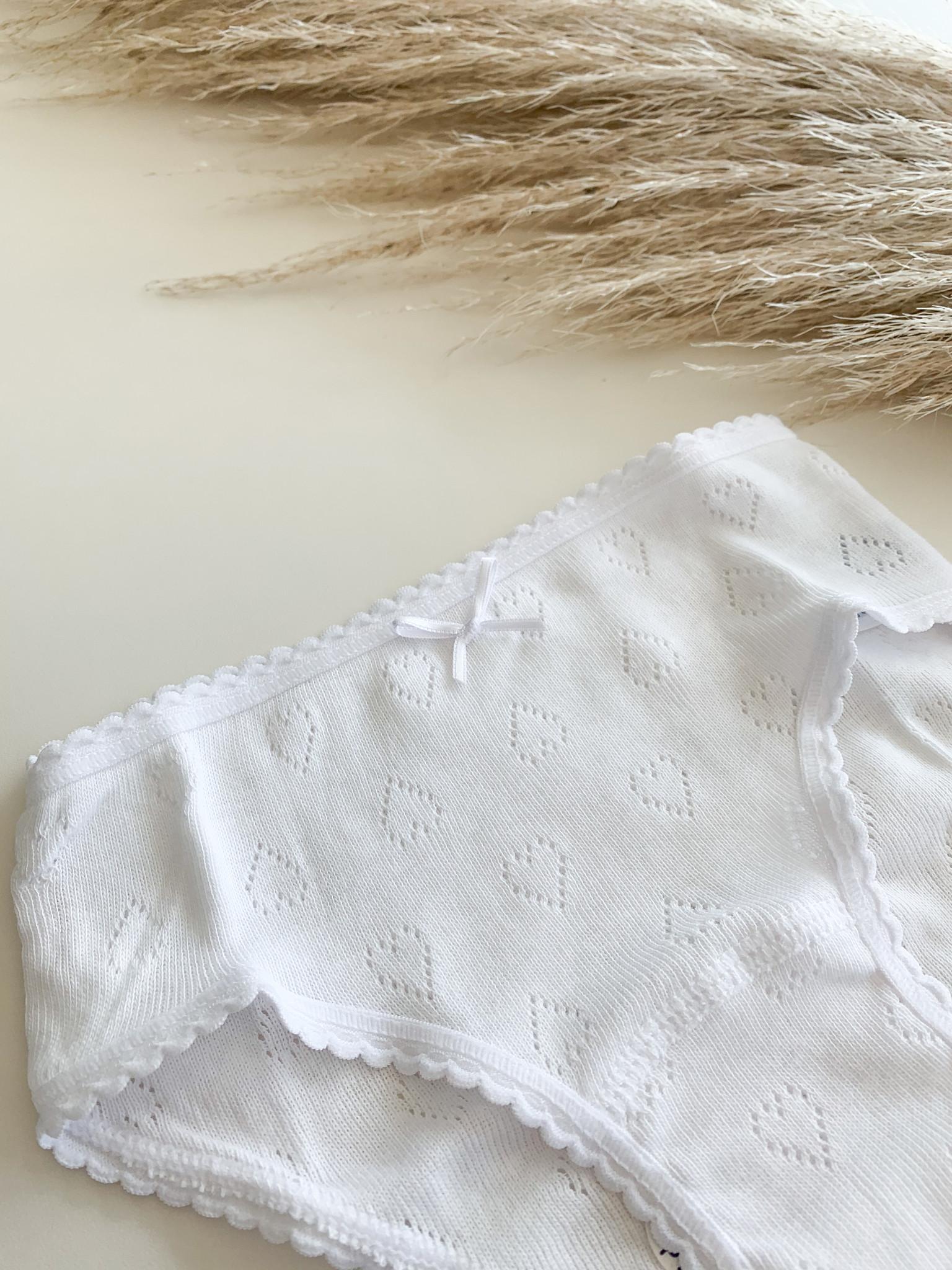 Witte onderbroekje met hartjes-1