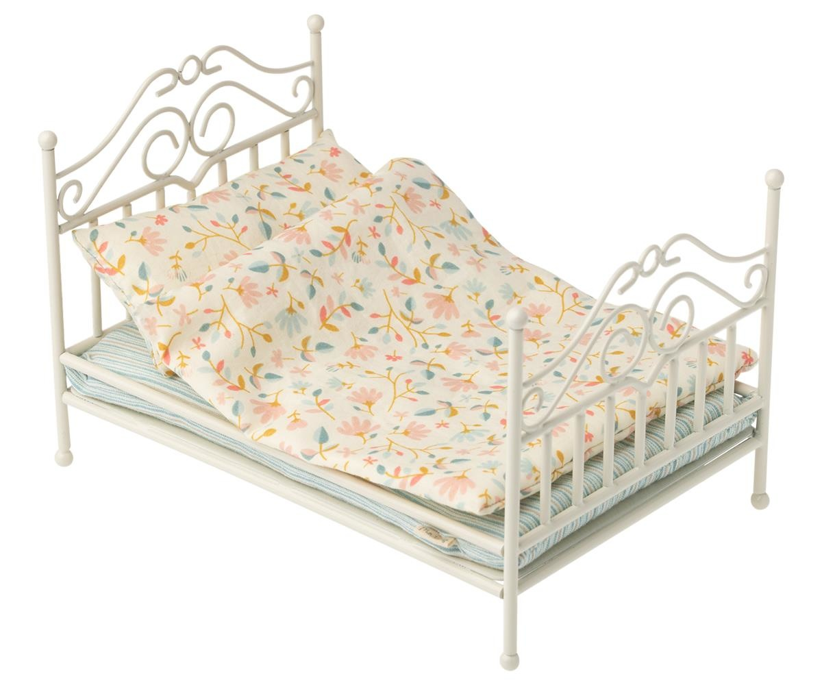 Vintage Bed-1