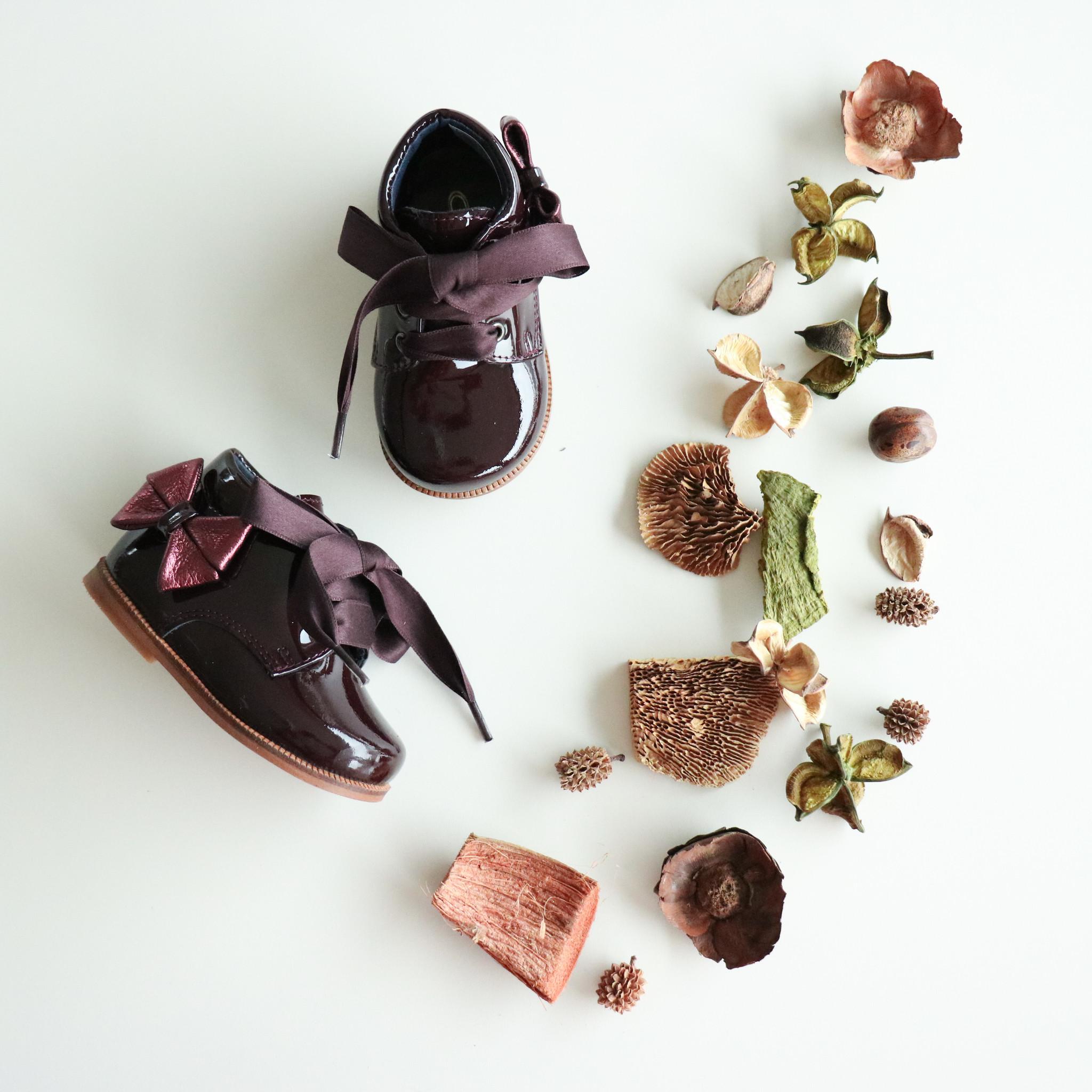 Bordeaux schoen met metallic strikje-1
