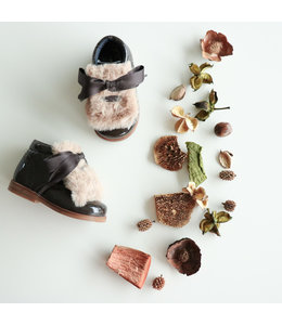 Donkerbruine schoen met afneembaar bontje
