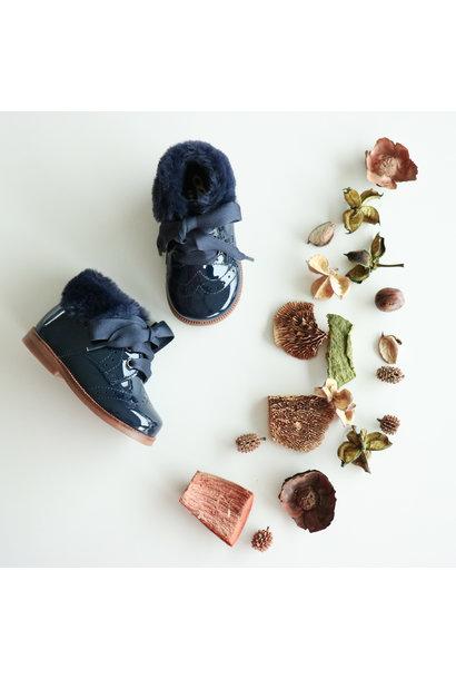 Donkerblauwe schoen met imitatie bontje