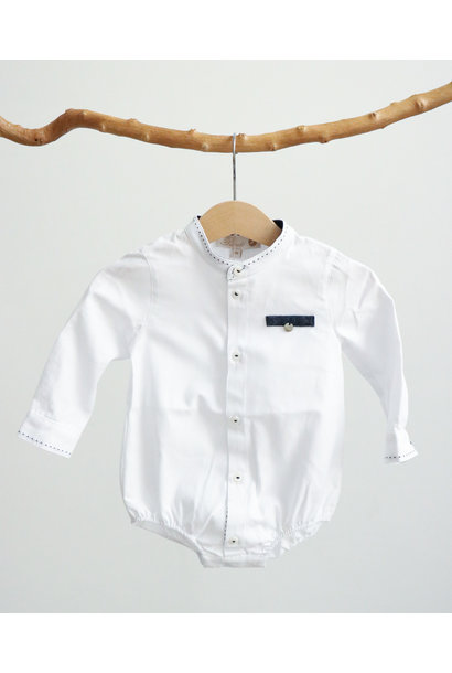 Wit bodyhemdje met jeansblauw detail