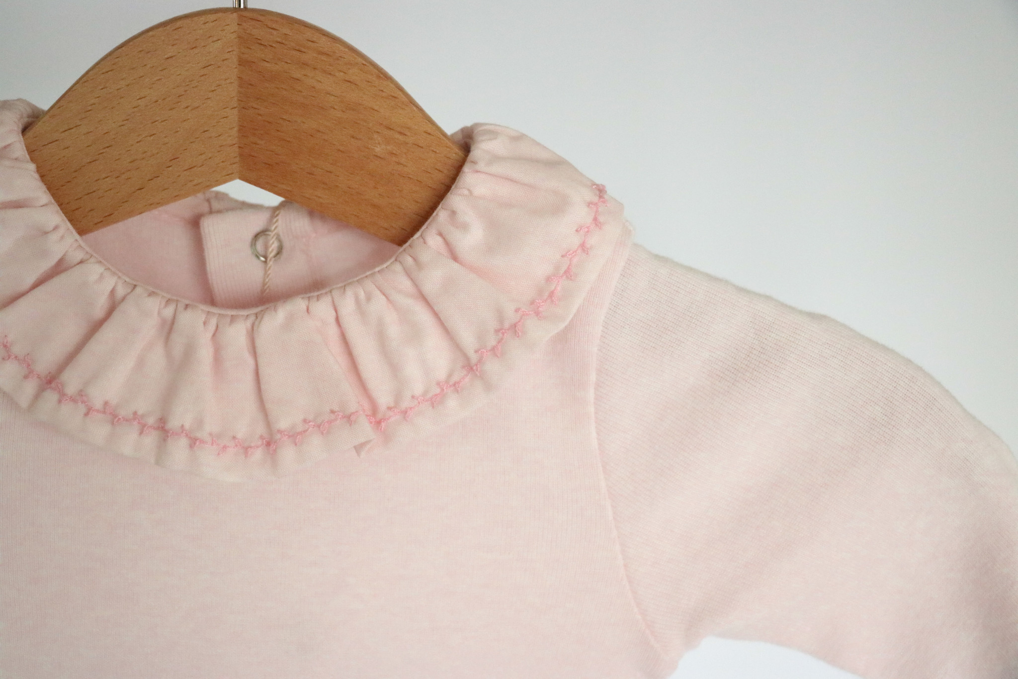 Roze body met leuk detail in de kraag-2