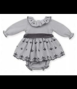 MAC ILUSION Grijze jurk met donkergrijze details en strik met bijhorende bloomer