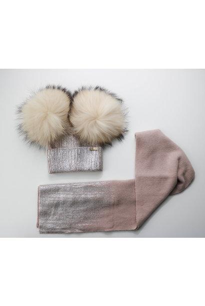 Oudroze dubbele pompon muts met blinkend detail en bijhorende sjaal