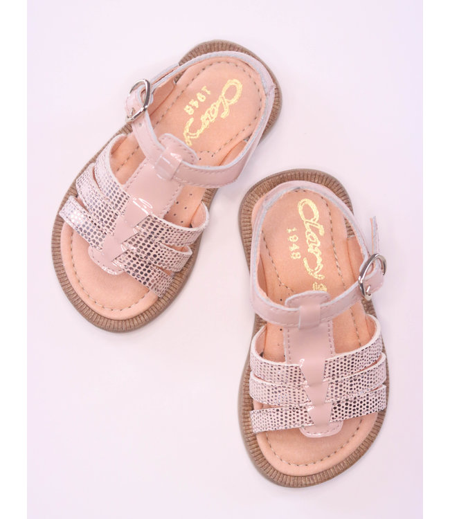 Beautiful pink sandal with snake print as a detail