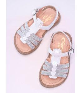 Prachtig wit sandaaltje met glitterdetail