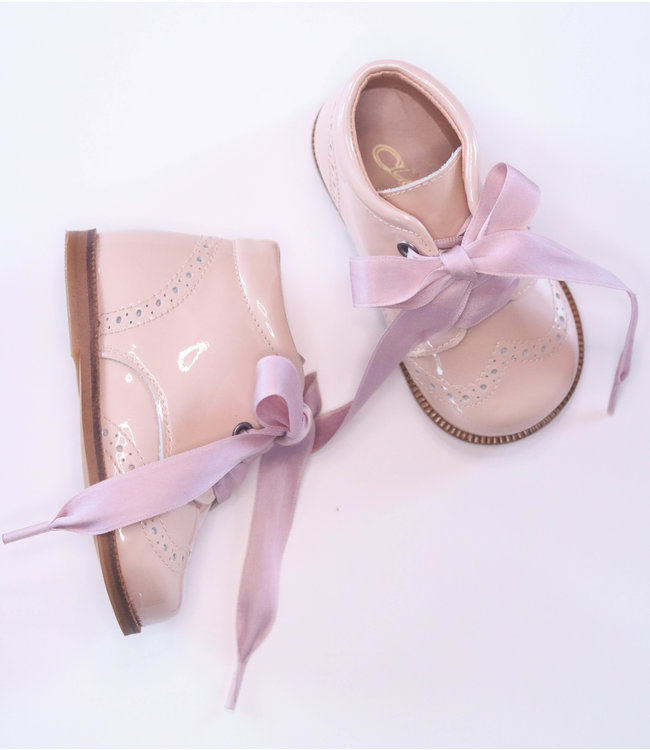 Beautiful nude shoe with satin lace