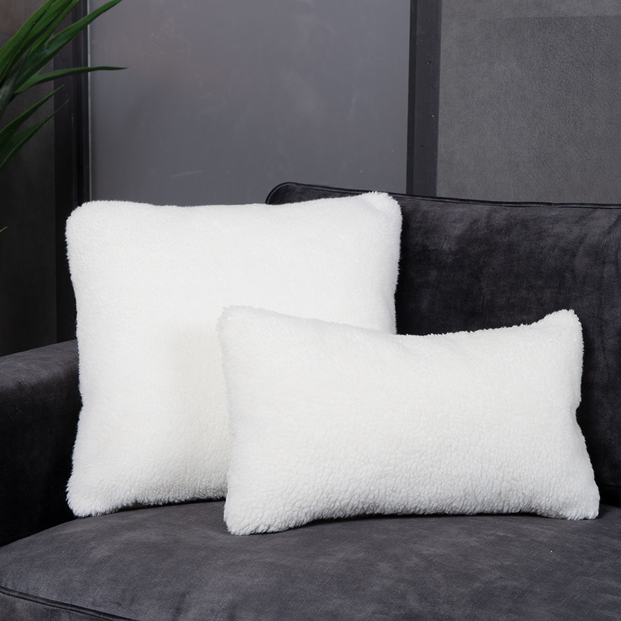 Kussen Tess wit teddystof 25 x 45 cm