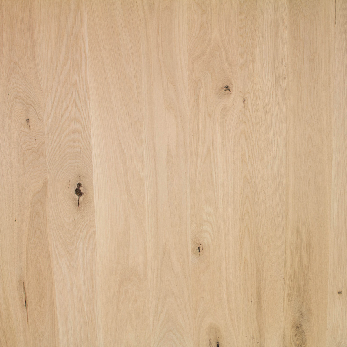 Eiken paneel - 2 cm dik (1-laag) - 122 cm breed - 140 - 300 cm lang in lengtestaffels van 20 cm - rustiek eikenhout kd 8-12% - verlijmd - doorgaande lamellen