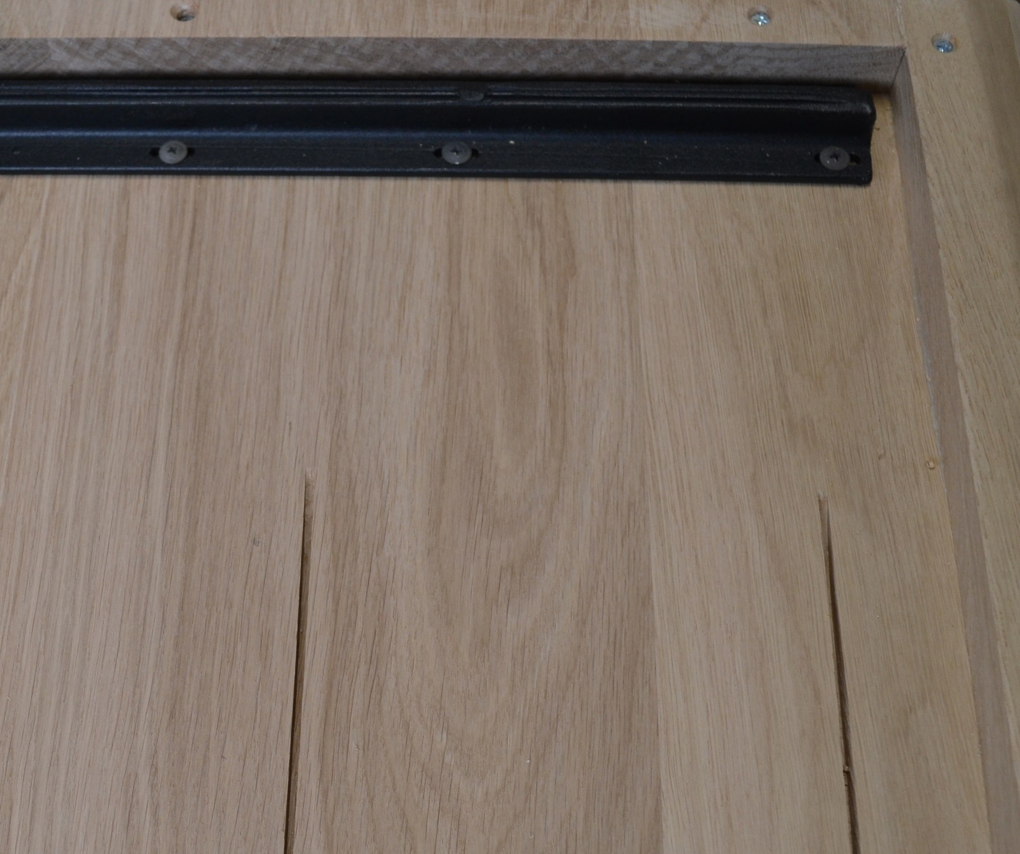 Eiken tafelblad verjongd - 100x200-300- 4,5 cm dik (2-laags rondom) - extra rustiek Europees eikenhout - met verjongde (afgeschuinde) rand / kant - verlijmd kd 10-12%