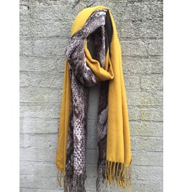 Overige Ultra zachte geel/bruine sjaal in dierenprint