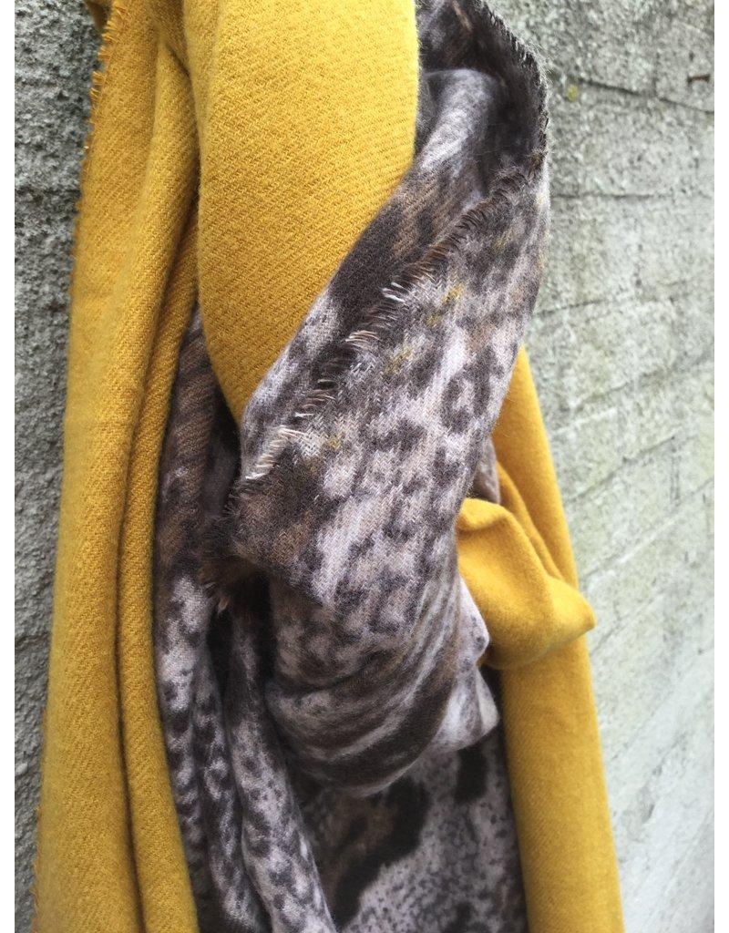 Overige Ultra zachte sjaal in dierenprint, okergeel
