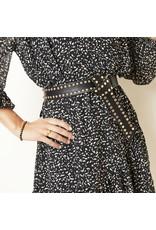Overige zwarte riem met studs en een gedraaide gesp, zilver