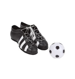 Fußballschuhe und Fußball