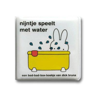 Mercis nijntje badboekje - nijntje speelt met water