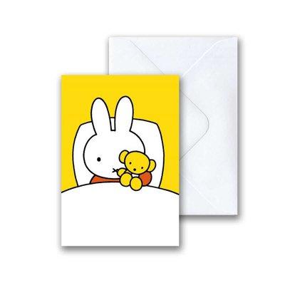 Nijntje Nijntje in bed met beer mini-ansichtkaart met envelop