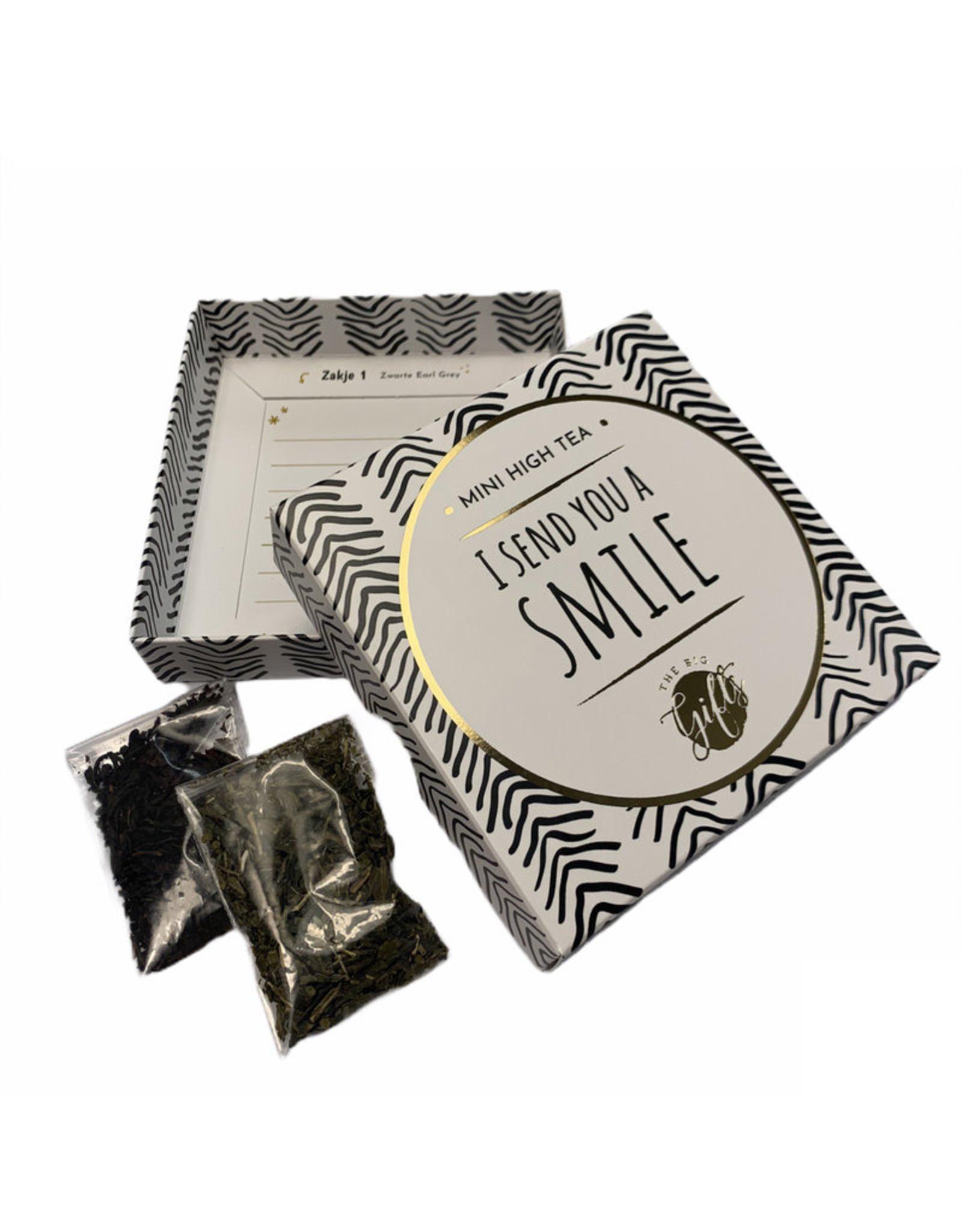 The Big Gifts Kaart en cadeau in een luxe doosje - Mini high tea - I send you a smile - The Big Gifts