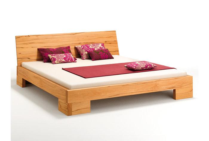 Massief houten bed Tiso (hout: kernbeuken)