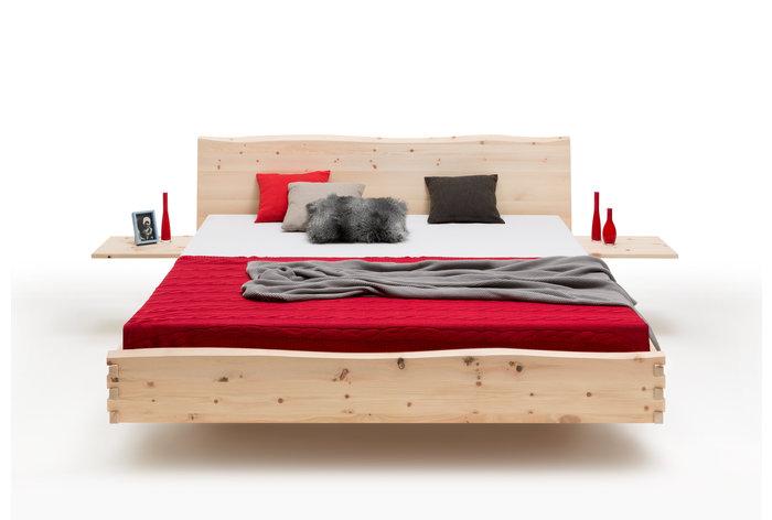 Vooraanzicht bed Albula (hout: zirben) in zwevende constructie